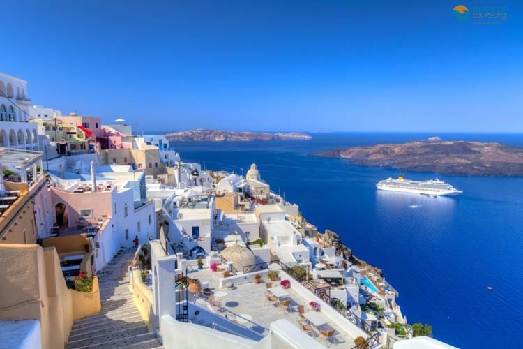 the-amazing-history-of-santorini-island-and-the-volcano-1