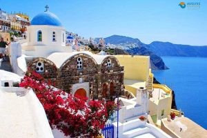 SPRING DESTINATIONS WHY SANTORINI IS AT THE TOP OF THE LIST