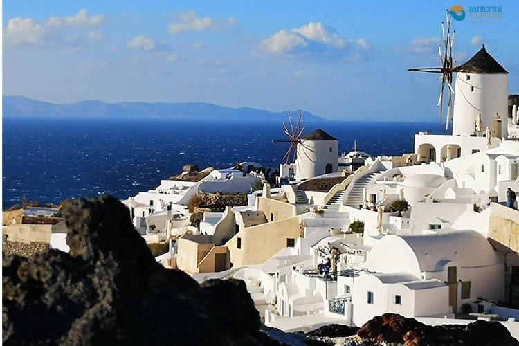 Which is the perfect season to visit Santorini - 3