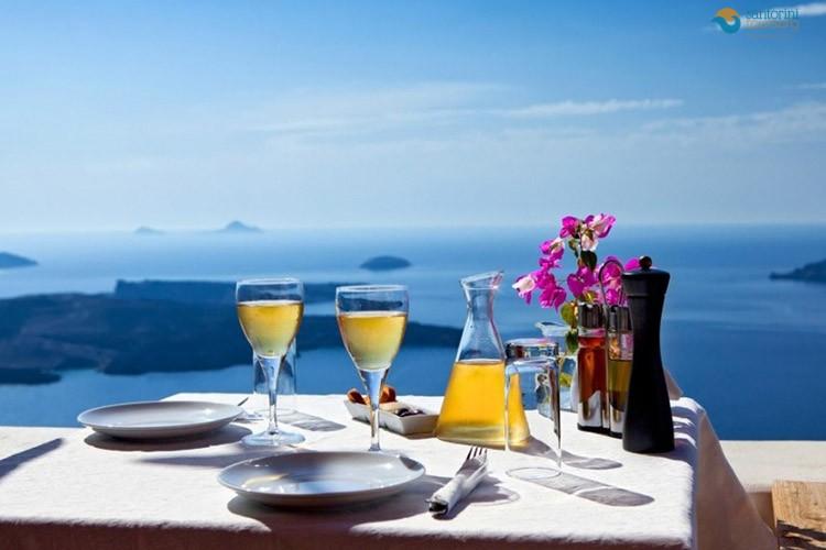 GREECE-SANTORINI-ISLAND-1