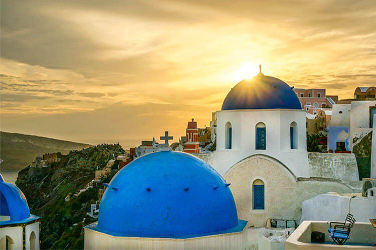 SANTORINI-ISLAND-FOR-TWO