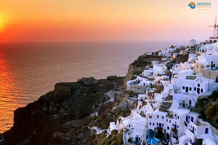 SANTORINI-SUNSET-PRIVATE-TOUR-GREECE