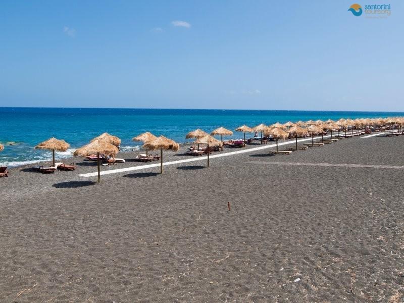 7-best-beaches-to-swim-in-santorini:1