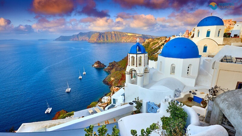 3_reasons_to_visit_Santorini_off_season