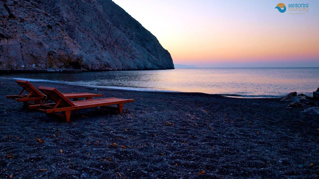 The-9-most-impressive-beaches-of-Santorini