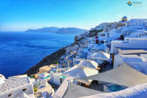 Fall-in-love-with-santorini-this-Autumn